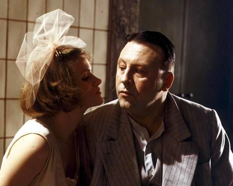 Barbara Sukowa ja Günter Lamprecht olivat rakastavaiset Rainer Werner Fassbinderin versiossa 1980.