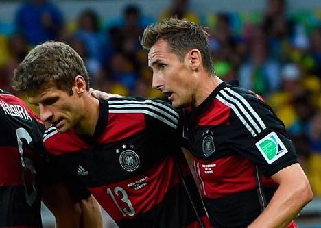 Saksan tehokaksikko Thomas Müller (vas.) ja Miroslav Klose.