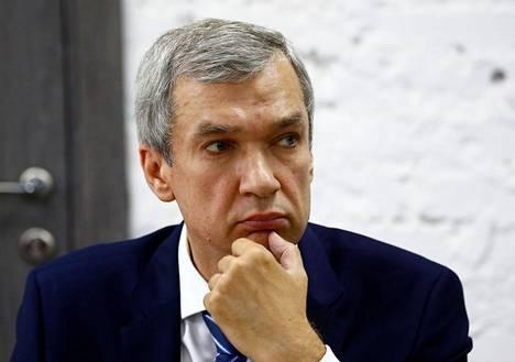 Oppositiovoimien perustamaan koordinaationeuvostoon kuuluva, pääteatterin entinen johtaja Pavel Latuška puhui tiedotustilaisuudessa Minskissä maanantaina.