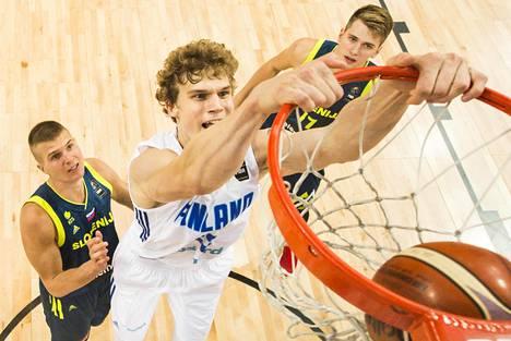 Lauri Markkanen oli Suomen ykköspelaaja koripallon EM-kisoissa. Hänen ja Petteri Koposen johdolla Suomi eteni Helsingistä pelatuista lohkopeleistä jatkoon.