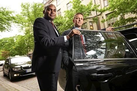 Taksiyhtiö Uberin kansainvälistymisestä vastaava johtaja Jambu Palaniappa (vas.) ja Dominick Moxon-Tritsch vierailivat toukokuussa Helsingissä.