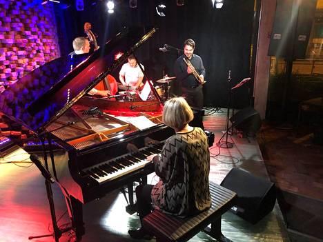Sunna Gunnlaugs esiintyi yhtyeineen G Livelabissa. Kuvassa pianisti Gunnlaugs ja trumpetisti Verneri Pohjola, taustalla basisti Thorgrímur Jónsson ja rumpali Scott McLemore.