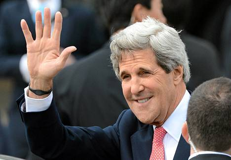 John Kerry laskeutui Hanedan kansainväliselle lentokentälle sunnuntaina.