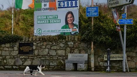 Irlannin yhtenäisyyden puolesta kampanjoiva kyltti Jonesboroughissa, Pohjois-Irlannissa, lähellä Irlannin maarajaa. Kuva on joulukuun lopusta 2020.