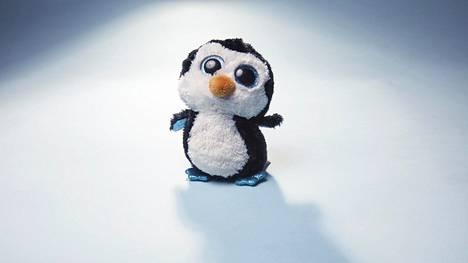 HS tilasi Aliexpressistä testattavaksi pehmopingviineitä, joita myytiin Ty Beanie Boos -merkkisinä.