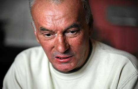 Dimitar Dimitrov turhautui Bulgarian talousahdinkoon. Protestiksi hän yritti polttaa itsensä.