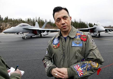 Suomen ja Sveitsin hävittäjähankkeista Boeingilla vastaava johtaja Alain Garcia Pirkkalassa keskiviikkona.