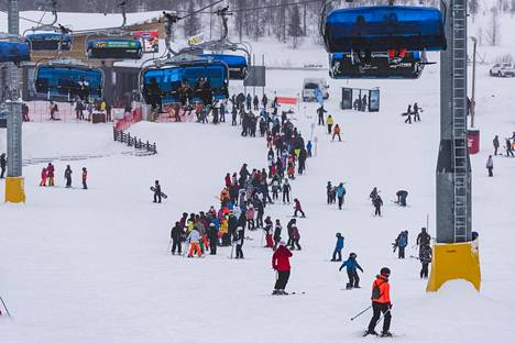 As usual, the queue formed on the southern slopes of Levi on Tuesday.
