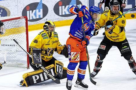 Tapparan Jukka Peltola on ollut Kalpalle paha pideltävä puolivälierissä.