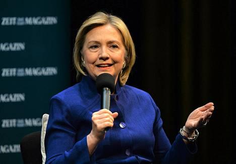 Hillary Clinton puhui uuden kirjansa lanseeraustilaisuudessa Berliinissä.
