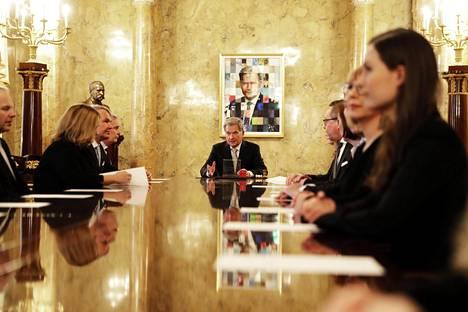 Tasavallan presidentti Sauli Niinistö nimittää uuden pääministerin hallituksen Valtioneuvoston linnassa.
