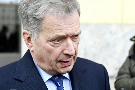 Presidentti Sauli Niinistön tiedotustilaisuus Valtioneuvoston linnan edessä perjantaina.