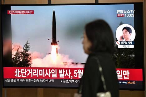 Pohjois-Korean ampumasta ohjuksesta näytettiin kuvaa televisiossa Etelä-Koreassa torstaina.