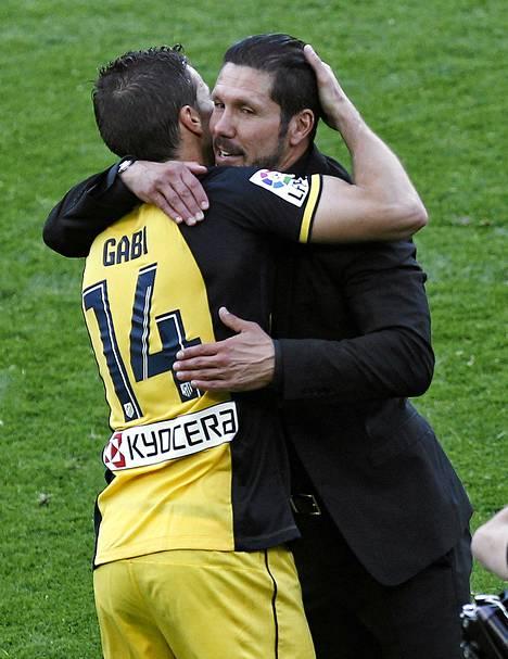 Gabi ja Diego Simeone halasivat mestaruuden ratkettua.