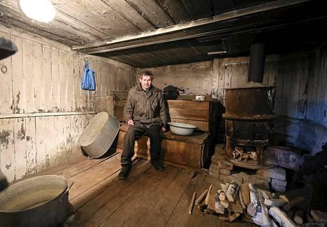 Fjodor Tremasov istuskeli saunassaan Zelenoborskin kylässä Krasnojarskin alueella Venäjällä lauantaina. Hän on nykyisin kylänsä ainoa asukas.