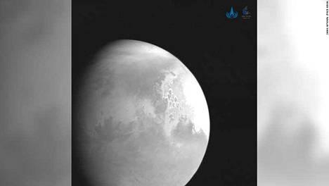 Kiinan luotain Tianwen kuvasi kohteensa Marsin viime perjantaina. Matkaa punaiselle planeetalle oli vielä noin 2,2 miljoonaa kilometriä.