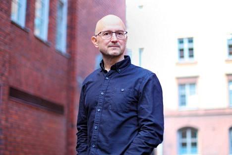 Jukka Laajarinteen romaani Mykistynyt mies romaani Mykistynyt mies esittää olevansa 100 eaa. syntynyt, 1700-1800 luvuilla kokonaisuudeksi editoitu teos.