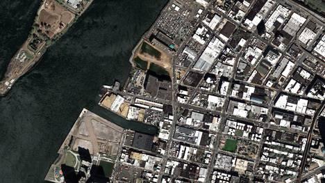 New Yorkissa on maalattu noin 650 000 neliömetriä kattoja valkoisiksi, jotta kaupunki viilenisi.