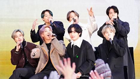 BTS-yhtye sekä bändin fanit ovat viime aikoina ottaneet aktiivisesti kantaa rasismiin.