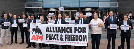Alliance for Peace and Freedom on toinen järjestöistä, jonka rahoittamisen lopettamista EPP-ryhmä vaatii. Kuva on APF-liikkeen kotisivuilta.