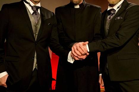 Helsinkiläisessä Musiikkiteatteri Kapsäkissä vihittiin samaa sukupuolta olevaa pareja Vihdoinkin vihille -tilaisuudessa 1. maaliskuuta 2017, jolloin Suomessa astui voimaan tasa-arvoinen avioliittolaki.