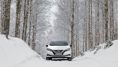 Uuden Nissan Leafin hinnassa on malliversiosta riippuen suomalaista autoveroa ainoastaan noin 1100–1300 euroa. Valtio myöntää täyssähköautolle 2000 euron hankintatuen.