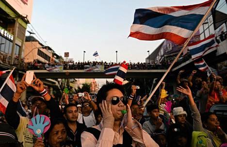 Opposition mielenosoitukseen kerääntyi kymmeniätuhansia ihmisiä Thaimaan pääkaupungissa Bangkokissa.