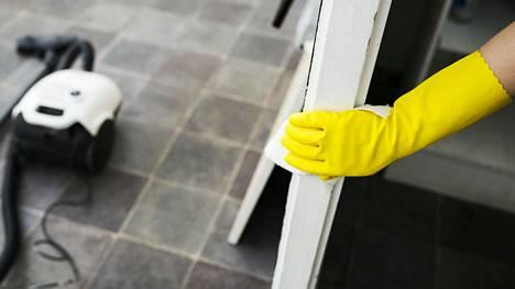 Siivousalalla tehdään yhä töitä ilman lupia ja asiallisia työehtoja.