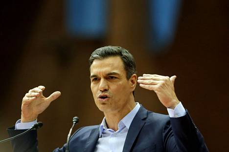 Espanjan pääministeri ja sosialistipuolueen johtaja Pedro Sánchez vaalitilaisuudessa Barcelonassa torstaina.