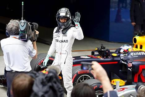 Nico Rosberg ajoi paalupaikalle Kiinan GP:n aika-ajoissa.