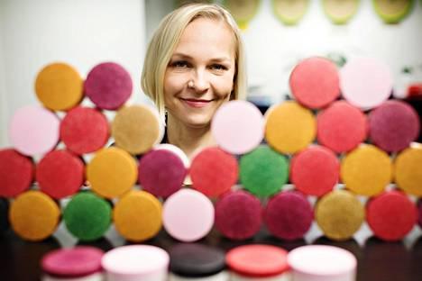 Suvi Haimin ja Laura Kyllösen Sulapac-yrityksen kehittämien kosmetiikkapurkkien kansivärit ovat saaneet nimensä marjojen ja muiden metsän kasvien mukaan.