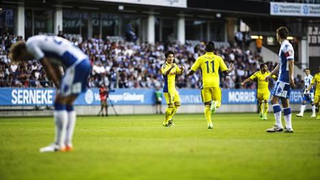 IFK Göteborgin pelaajien päät painuivat, kun Atomu Tanaka vei HJK:n 1–0-johtoon.