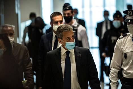 Ranskalainen tuomioistuin on todennut Ranskan entisen presidentin Nicolas Sarkozyn syylliseksi tuomarin lahjonnan yritykseen ja aseman väärinkäyttöön. Sarkozy kuvattuna maanantaina 1. maaliskuuta.