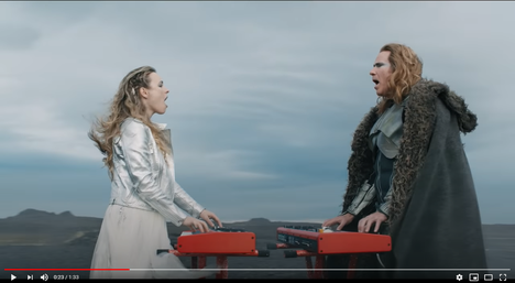Rachel McAdams ja Will Ferrell kesäkuussa julkaistavan elokuvan musiikkivideolla.