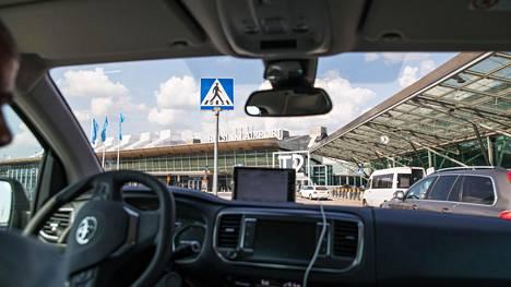 Perillä lentoasemalla