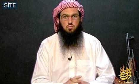 Al-Qaidan sisäpiiriin propagandatehtäviin kohonnut Adam Gadahn esiintyy järjestön mediasiiven As-Sahabin videolla 2010.