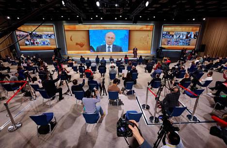 Toimittajat osallistuivat presidentti Vladimir Putinin vuotuiseen suureen lehdistötilaisuuteen joulukuussa pandemian vuoksi videoyhteydellä.