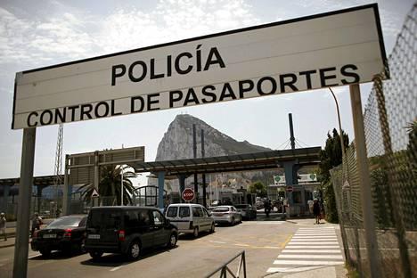 Autoilijat jonottivat passintarkastukseen Gibraltarin ja Espanjan rajalla lauantaina.