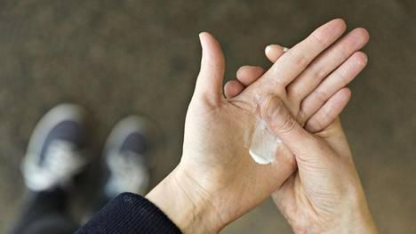 Asiantuntijoiden mukaan probioottisia ainesosia sisältäviä ihovoiteita voi kokeilla huoletta.