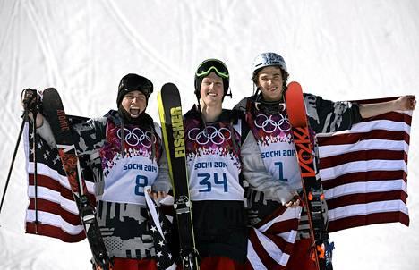 Amerikan voittokolmikko vasemmalta: Gus Kenworthy voitti hopeaa, Joss Christensen kultaa ja Nicholas Goepper pronssia.