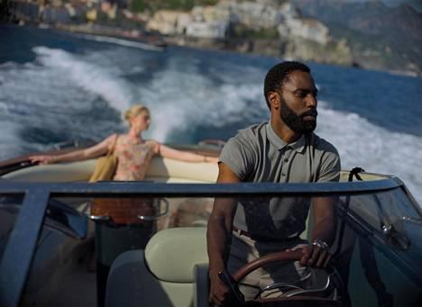 Elizabeth Debicki ja John David Washington näyttelevät Christopher Nolanin Tenetissä.