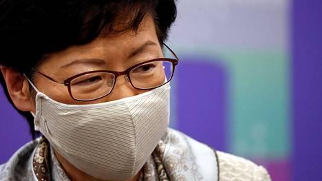 Hongkongin johtaja Carrie Lam saa uusien lakien myötä oikeuden nimittää tiettyjä tuomareita hoitamaan kansallista turvallisuutta koskevia oikeustapauksia.