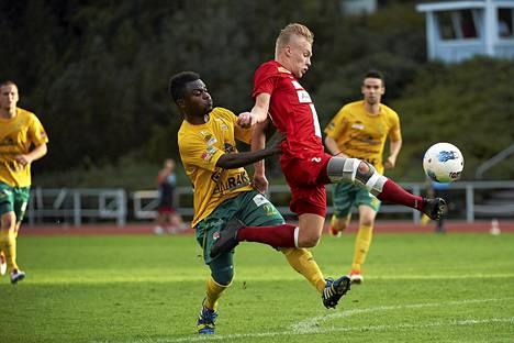 Jesse Ahonen kamppailee jatkossa Rovaniemen Palloseurassa.