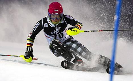 Jens Henttinen kaatui avauskierroksella, mutta sai uusintalaskun.