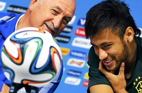 Brasilian jalkapallojoukkueen valmentaja Luiz Felipe Scolari ja Neymar Sao Paulossa keskiviikkona.