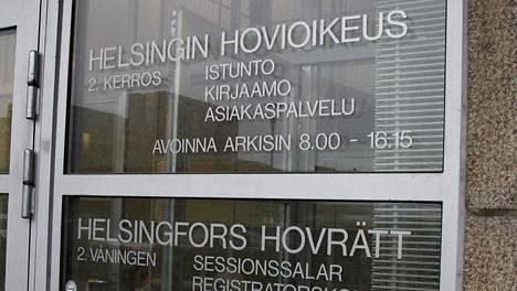 Asiaa käsiteltiin Helsingin hovioikeudessa, koska vuonna 1961 syntynyt mies oli tyytymätön käräjäoikeuden tuomioon. Hän vaati kaikkien syytteiden hylkäämistä.