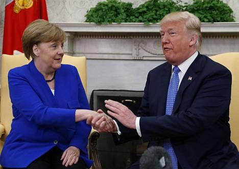 Liittokansleri Angela Merkel ja presidentti Donald Trump Valkoisessa talossa.