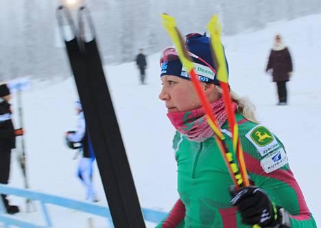 """Kaisa Mäkäräinen voitti Oloksella selvästi, vaikka hiihtovauhti ei ollut hänen mielestään vielä parasta. """"Eikä pidäkään olla."""""""