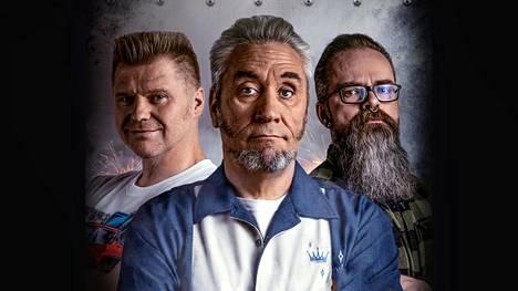 Garage Kings Suomen tallitiimejä vetävät Joni Hytti (vas.), Timo Hersti ja Samuel Heikkinen. Hytti ja Hersti ovat automiehiä, Heikkinen prätkämies.
