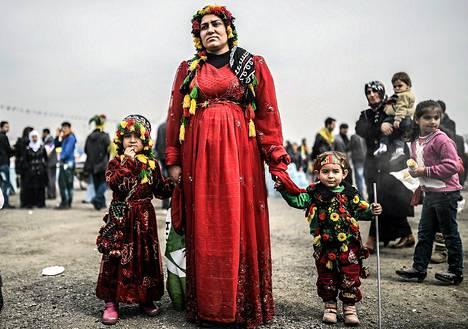 Nainen oli saapunut tyttäriensä kanssa kurdien kevään Newroz-juhlaan Istanbuliin.